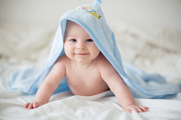 When To Give My Baby The First Bath, And What If He Hates It?